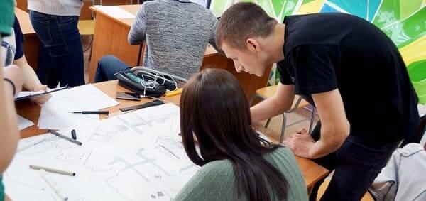 Desenhos de arquitetura para iniciantes: estudantes aprendem matéria logo no início do curso