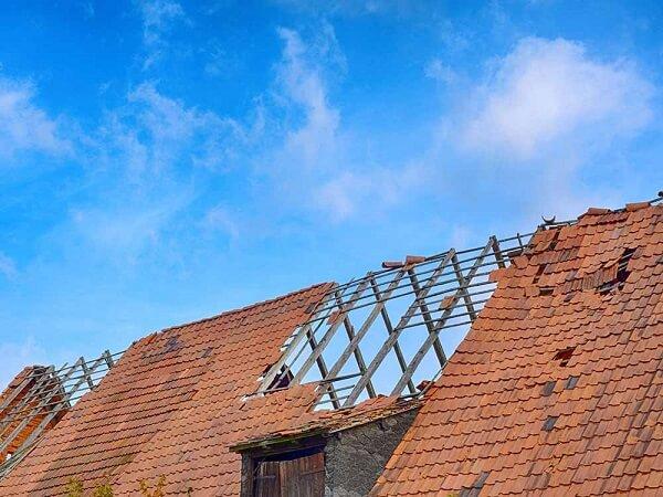 Inclinação de telhado: ventania pode até mesmo arrancar cobertura com inclinação incorreta