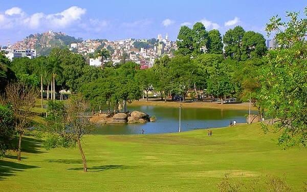 Quinta da Boa Vista: área verde com lago é um espaço de diversão e relaxamento para visitantes