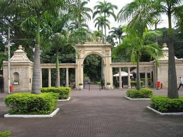 Quinta da Boa Vista: portão na entrada do Zoológico da Quinta da Boa Vista (RioZoo)