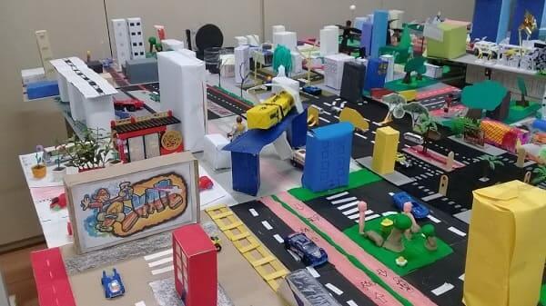Como fazer uma maquete de cidade: maquete escolar com massinha e embalagens