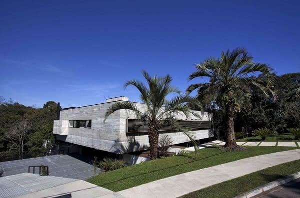 Fachadas de casas térreas modernas: fachada de concreto aparente é sinônimo de elegância (projeto: Marcos Bertoldi)
