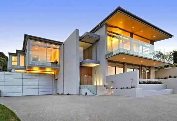 Casa quadrada: fachada clara e com uma boa iluminação (fonte: Revista Viva Decora)