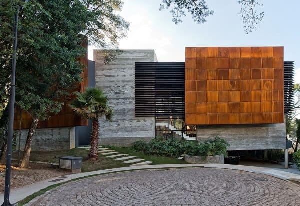 Casa quadrada: fachada de casa moderna com concreto e vidro (projeto: Leonardo Muller)