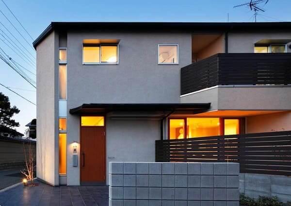 Casa quadrada: fachada cinza (fonte: Revista Viva Decora)