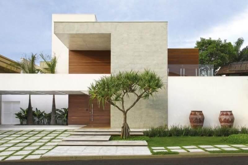 Casa quadrada: fachada com cores neutras (projeto: Fernando Roma)
