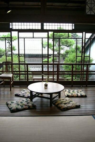 Casa japonesa: Chabudai com zabutons