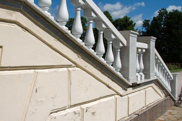 Balaústre de concreto em escada externa