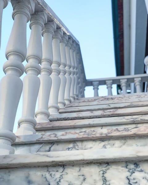 Balaústre em escada de mármore