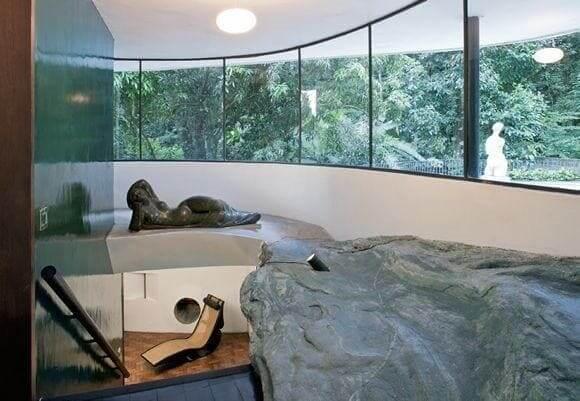 Casa das Canoas: escada para acesso ao pavimento inferior