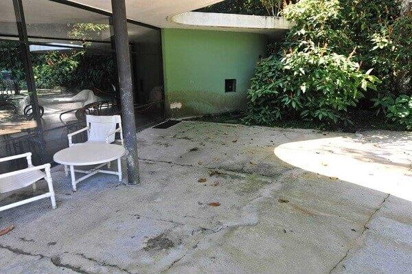 Casa das Canoas: parede com infiltração (foto: Carlos Eduardo Niemeyer)