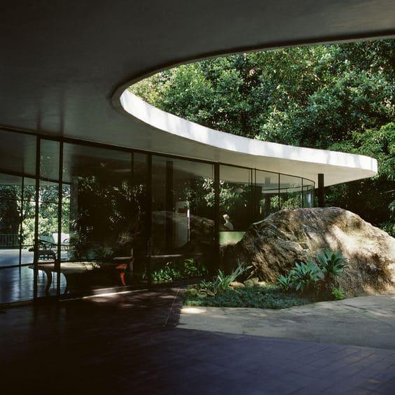 Casa das Canoas: detalhe da rocha