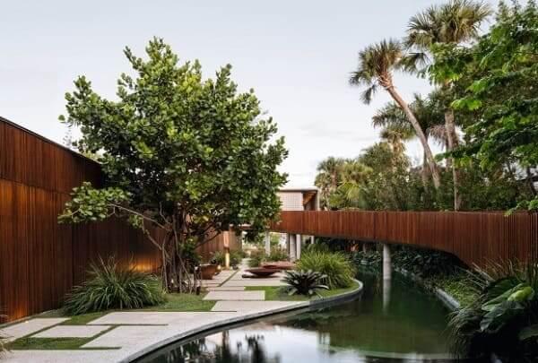 Casas mais extraordinárias do mundo: Casa Canal - passarela suspensa no jardim