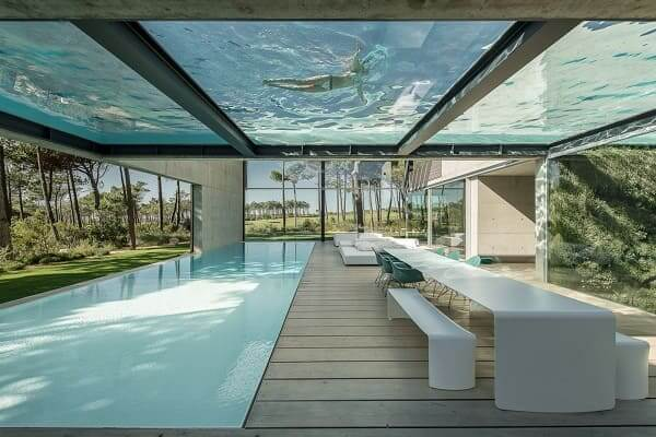 Casas mais extraordinárias do mundo: The Wall House - piscina de vidro