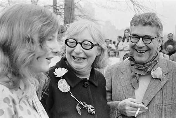 Jane Jacobs com o marido e a filha em um protesto contra a guerra do Vietnã (foto: Toronto Life)