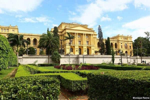 Parque da Independência: jardim e fachada do Museu do Ipiranga
