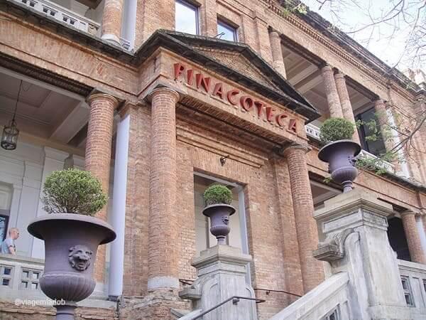 Pinacoteca: detalhes da entrada