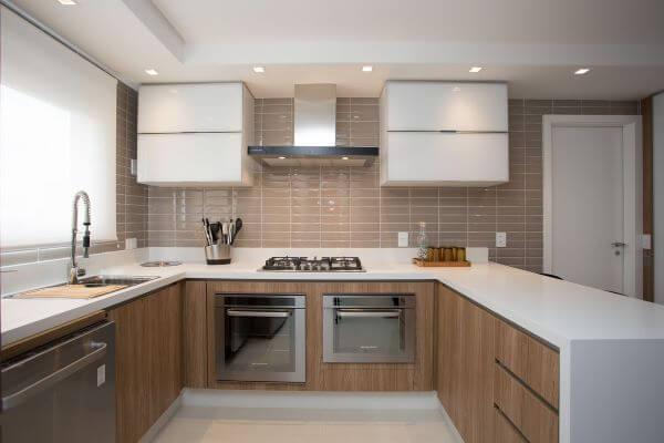 Cozinha gourmet com eletrodomésticos brastemp