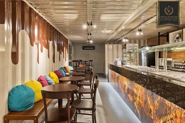 Balcão de mármore em restaurante (projeto: Studio Gisele Busmayer Carolina Reis)