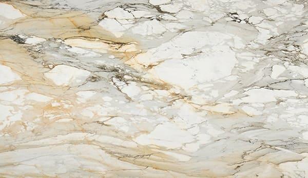 Balcão de mármore: mármore Calacata com veios de cor âmbar dourada