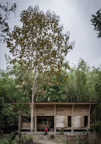 Casa de bambu: casa construída com o bambu da própria região (projeto: Enrique Mova Alvarado)