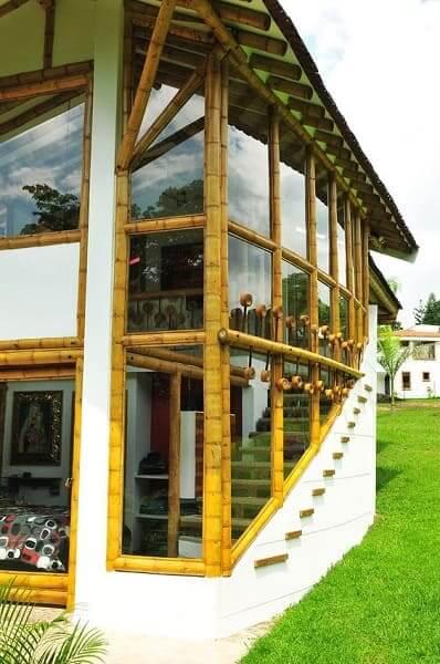 Casa de bambu: janela de bambu e vidro