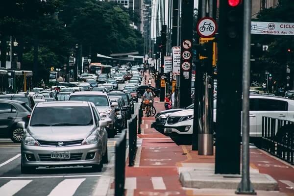 Centro Histórico de São Paulo: carros na Avenida Paulista