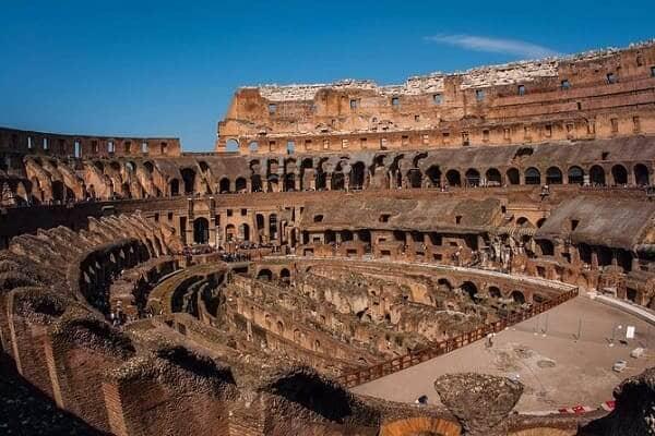 Coliseu de Roma: interior com subsolo descoberto