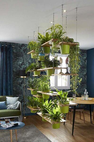 Urban Jungle: vasos pendurados são opção interessante para espaços menores (foto: Pinterest)