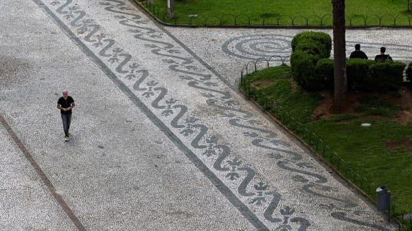 Calçada de Pedra Portuguesa em Curitiba (foto: Daniel Castellano AGP Agencia de Noticias Gazeta do Povo)