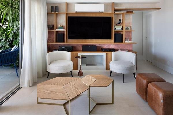 Doma Arquitetura: sala de estar com tons terrosos