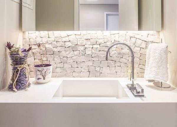 Pedra Portuguesa branca na bancada do banheiro (foto: archduo arquitetura)