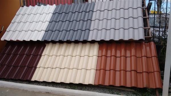 Telha esmaltada: várias cores (foto: Madeireira Madenati Madeiras)