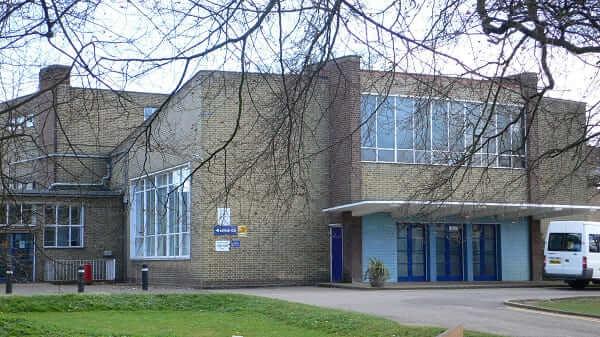 Principais Obras de Walter Gropius: Impington Village College