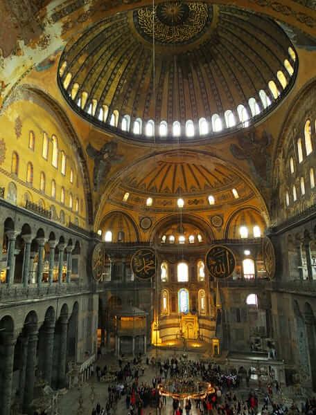 Arquitetura Bizantina: janelas na cúpula e iluminação zenital