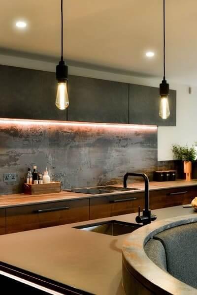 23. Dekton Trilium em cozinha industrial