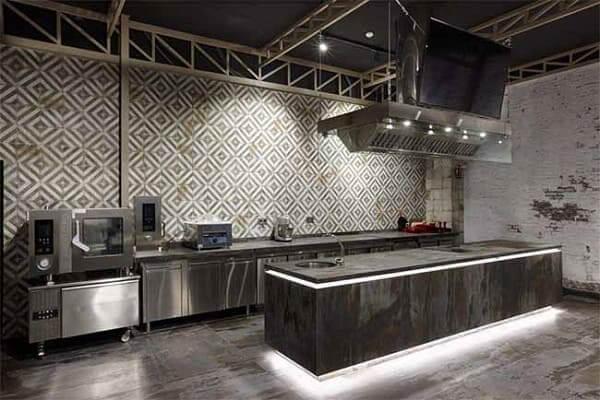 Dekton: escola espanhola (Pilsa Educa) apostou no Dekton para trazer ar industrial na cozinha