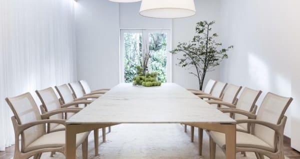 Jader Almeida: mesa Dinn e cadeiras Dinna