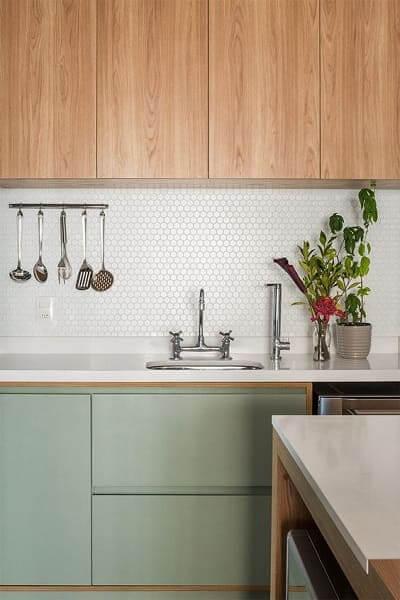 Neo Mint: armário de madeira ajuda a aquecer o ambiente (foto: pinterest)