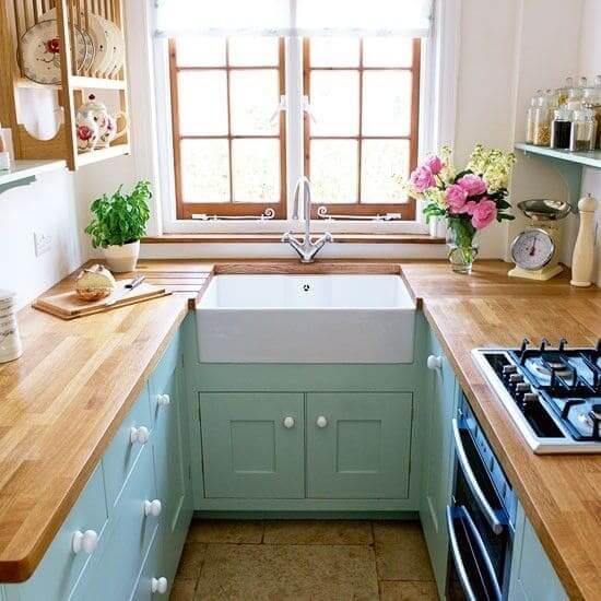 Neo Mint: cozinha com balcão de madeira e pia embutida (foto: Pinterest)