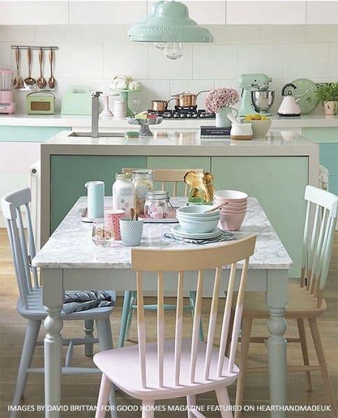 Neo Mint na cozinha pode ser usado na decoração e nos objetos (foto: Pinterest)