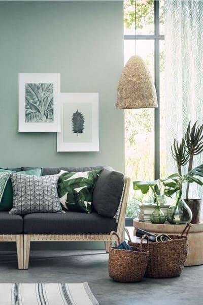 Neo Mint: sofá preto traz constraste para a cor (foto: Pinterest)