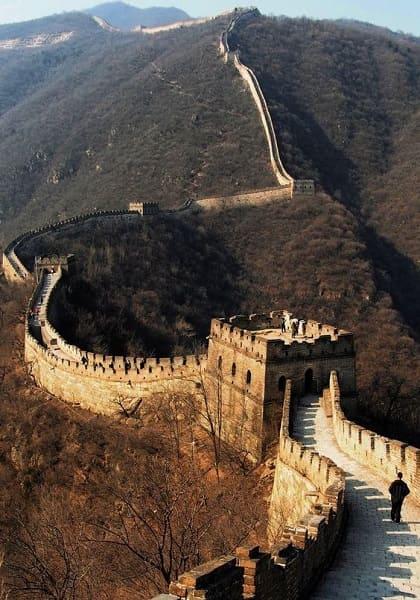 Sete maravilhas do mundo: torres na Muralha da China foram construídas para servir de depósito de alimentos e abrigos de trabalhadores