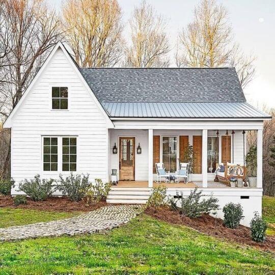 Casa estilo americano com fachada branca (foto: Viva Decora)