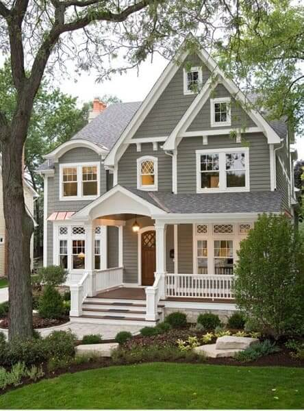 Casa estilo americano: casa de madeira com fachada cinza (foto: Pinterest)