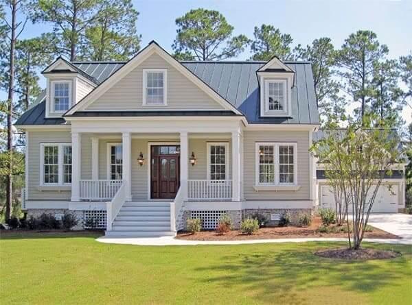 Casa estilo americano: casa de madeira com fachada de tom neutro (foto: Pinterest)