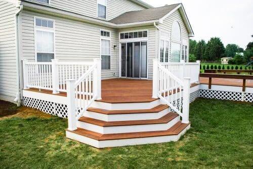 Casa estilo americano: casa no campo feita de madeira (foto: madereira cedro)