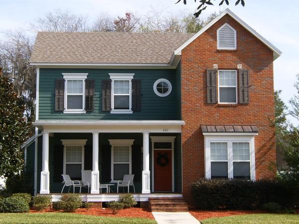 Casa estilo americano: fachada verde com tijolinhos (foto: ideias para o projeto da sua casa)