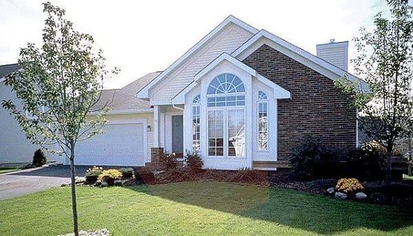 Casa estilo americano: janela e fachada de tijolinho (foto: Pinterest)