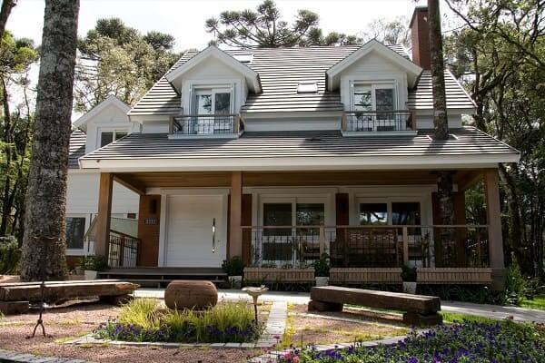 Casa estilo americano: varanda com porta grande (foto: Galeria da Arquitetura)